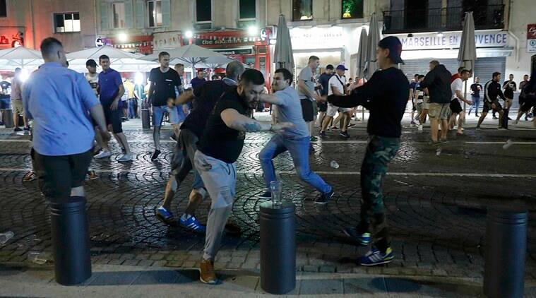 Local youths and supporters clash ahead of England's EURO 2016 match against Russia in Marseille, France, June 10, 2016. REUTERS/Eddie Keogh