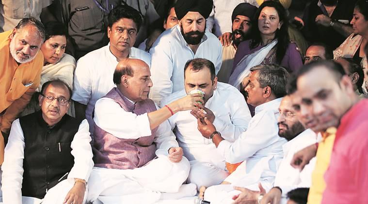 ndmc, murder of ndmc official, Maheish Girri, arvind kejriwal, aap, Maheish Girri protest, Maheish Girri hunger strike, hunger strike, jantar mantar, indian express news, india news