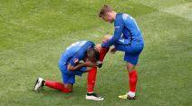 Football Soccer - France v Republic of Ireland - EURO 2016 - Round of 16 - Stade de Lyon - Lyon, France - 26/6/16 France's Dimitri Payet kisses the boot of his team mate Antoine Griezmann          REUTERS/Max Rossi