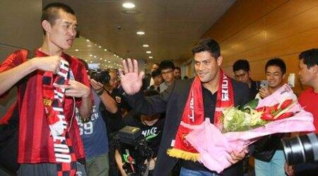 Hulk arrives in China to complete Shanghai deal