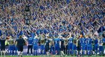 Football Soccer - Iceland v Austria - EURO 2016 - Group F - Stade de France  - Paris Saint-Denis, France - 22/6/16  Iceland's players and fans celebrate after the match           REUTERS/Christian Hartmann TPX IMAGES OF THE DAY