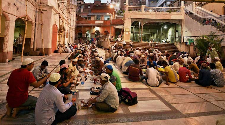 uttar pradesh, up congress, uttar pradesh congress, up congress iftar, up congress iftar party, congress iftar party, up congress iftar slum kids, ramazan, ramazan fasting, up news, india news, latest news