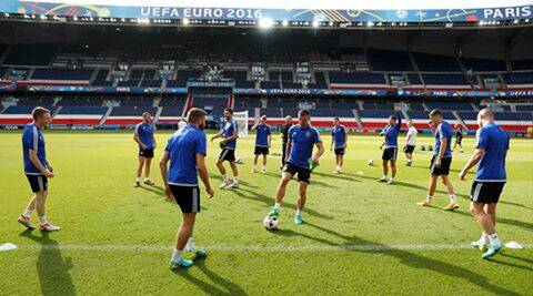 Football Soccer - Euro 2016 - Northern Ireland Training - Parc des Princes, Paris, France - 24/6/16 - Northern Ireland team during training.  REUTERS/John Sibley