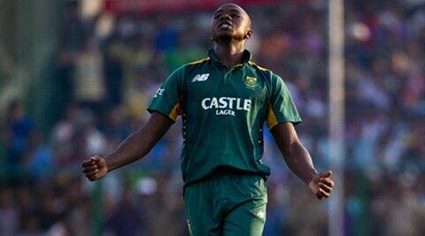 Brilliant bowling lifts South Africa to win over Australia
