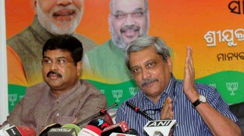 Bhubaneswar : Union Defence Minister Manohar Parrikar and Oil Minister Dharmendra Pradhan addressing a news conference in Bhubaneswar on Sunday. PTI Photo(PTI6_26_2016_000130B)