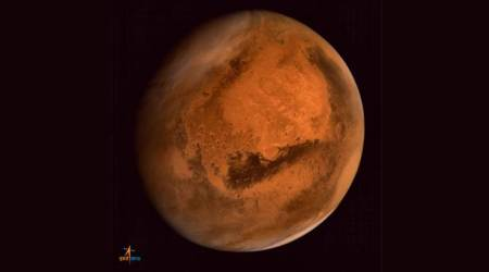 Mars theory gets dusted: Streaks may be sand, notwater