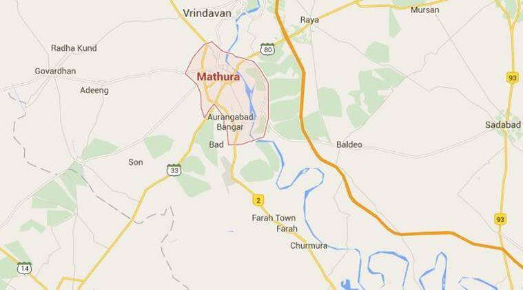 mathura, mathura clash, mob sets bus on fire, woman ran over by bus in mathura,  NH2 blocked by mob in mathura, latest news, latest india news