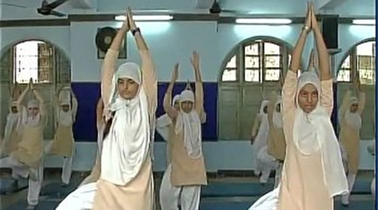yoga, world yoga day, anjuman-e-islami, muslim doing yoga, muslim girls doing yoga, muslim students doing yoga, yoga in ramzan, yoga help in ramzan, yoga help in fasting, yoga help in roza