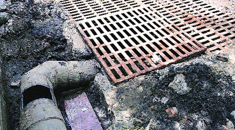 noida, noida sector 6, maintainance work in noida, welders die, welders die in sewage tank, noida death, noida police, kailash hospital noida, indian express delhi, indian express news, delhi, delhi news, noida news