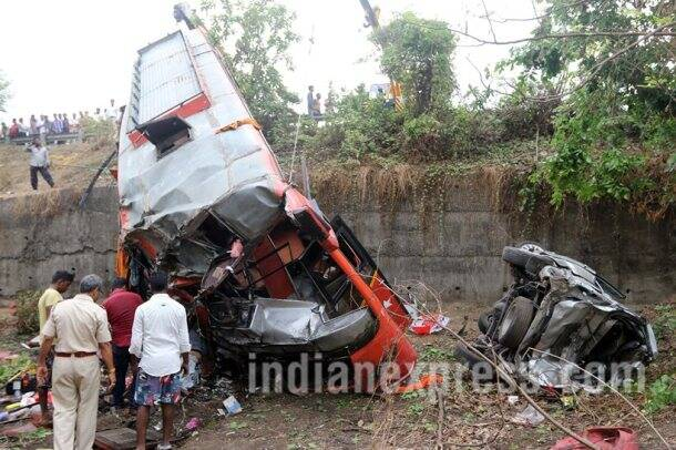Mumbai-Pune Expressway accident: 17 killed as bus rams into two cars