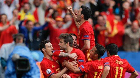 Euro 2016: Gerard Pique's late header gives Spain 1-0 win  over Czech Republic