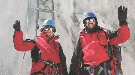 Police couple from Pune scale Mt. Everest