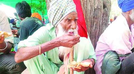Protesting farmer dies outside Bhatinda DC office