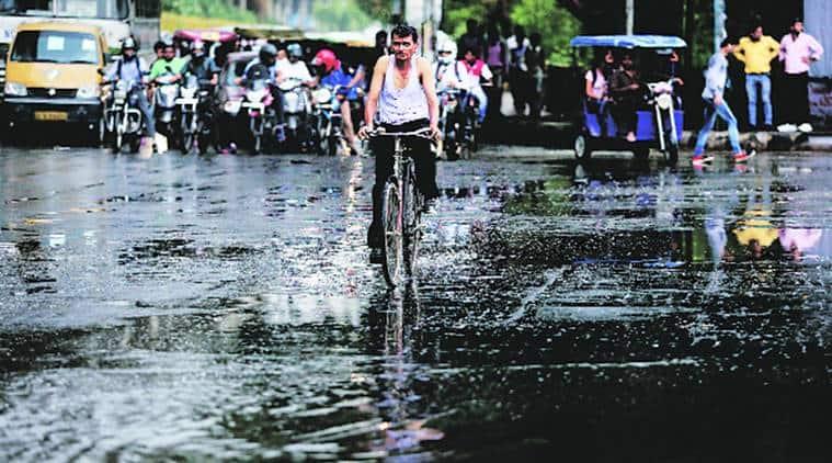 Delhi rain, Rain, duststorms, Rain in Delhi, Delhi weather, Weather in Delhi, Monsson, Monson arrival, Delhi monsoon, Delhi temperature, temparature in Delhi IMD, delhi news