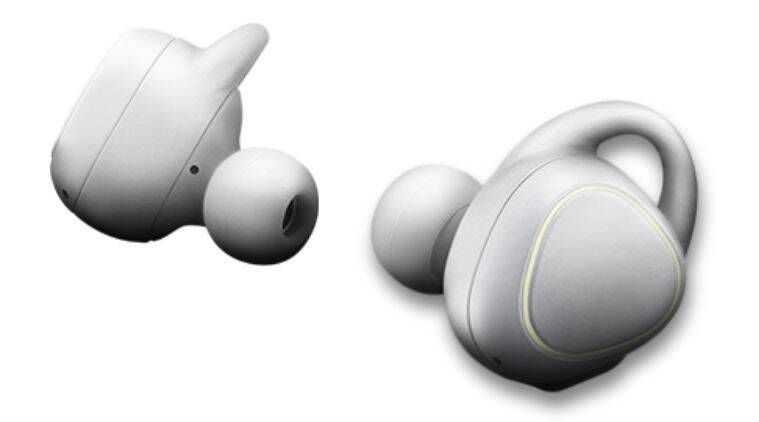 Samsung Gear Iconx Wireless Earbud Has A Built In Fitness Tracker