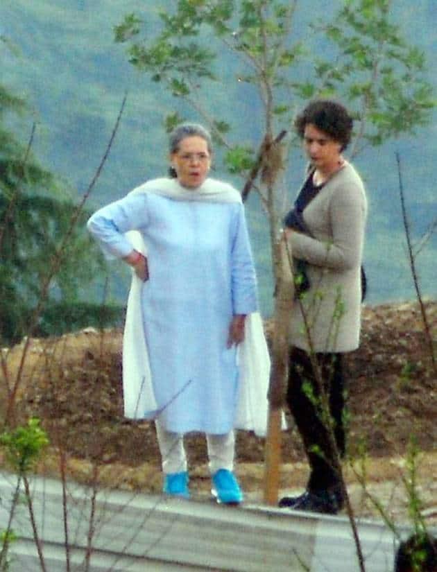 Sonia Gandhi, Congress president Sonia Gandhi, Priyanka Gandhi, Shimla, Sonia Gandhi in Shimla, Sonia gandhi home, Sonia gandhi private tour, Sonia Gandhi private visit to Shimla, Wildflower Hall, sonia gandhi photos, Sonia Gandhi pics, Sonia Gandhi picture gallery