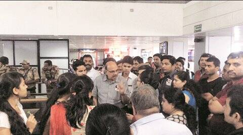 5 hour delay leaves spicejet passengers fuming at airport - Srilankan airlines bangalore office number ...
