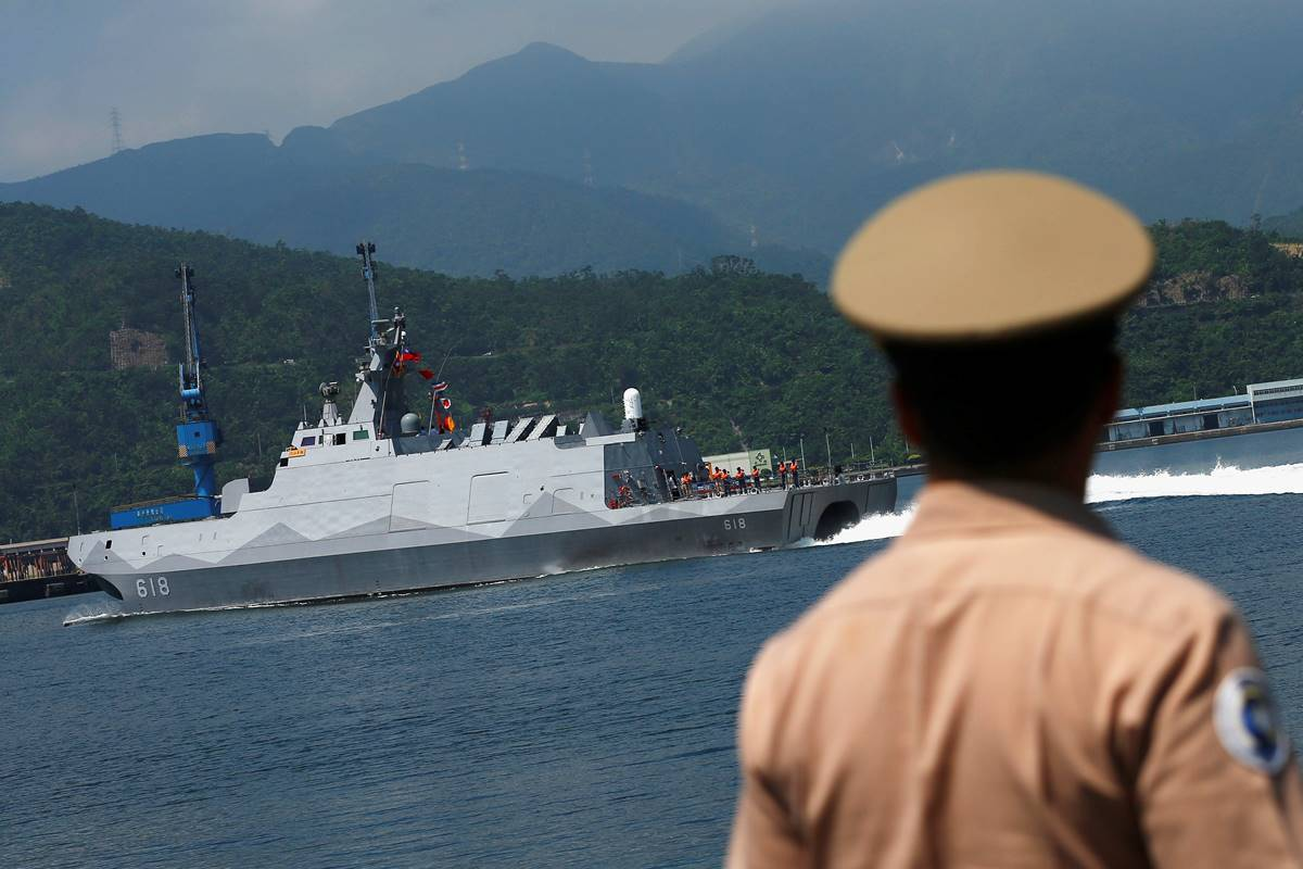 REFILE - CORRECTING WEIGHT OF THE WARSHIPA Taiwanese navy personnel looks at the nation's first domestically built 600-ton Tuo Jiang twin-hull stealth missile corvette at Suao Naval Base in Yilan, Taiwan June 4, 2016. REUTERS/Tyrone Siu