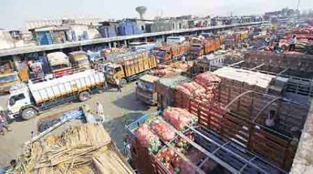 Farm marketing reforms, maharashtra farmers, open market, farmer sell in open market, licensed traders, Agriculture Produce Market Committee, APMC markets, national agriculture mission, apmc, devendra fadnavis, indian express news, india news