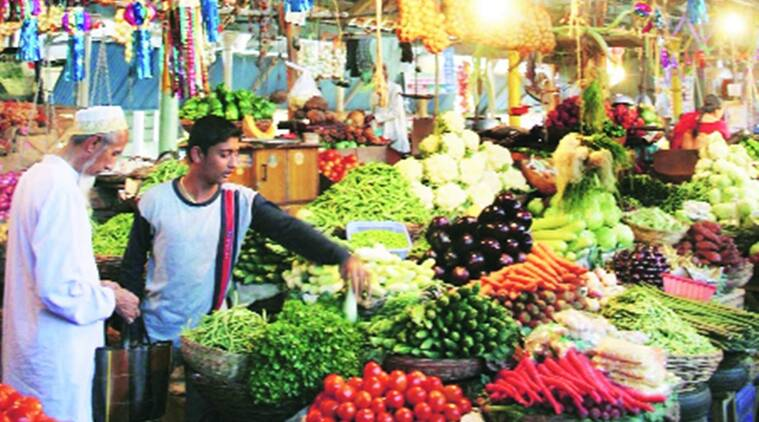 Vegetables, pune, Mumbai, vegetable hub and spoke, Talegaon, entrepreneurship-driven retail experiments in selling vegetables, Maharashtra State Agricultural Marketing Board, Refrigerated vans, Farmer Producers Companies, The National Dairy Development Board, Maharashtra news, Latest news, India News