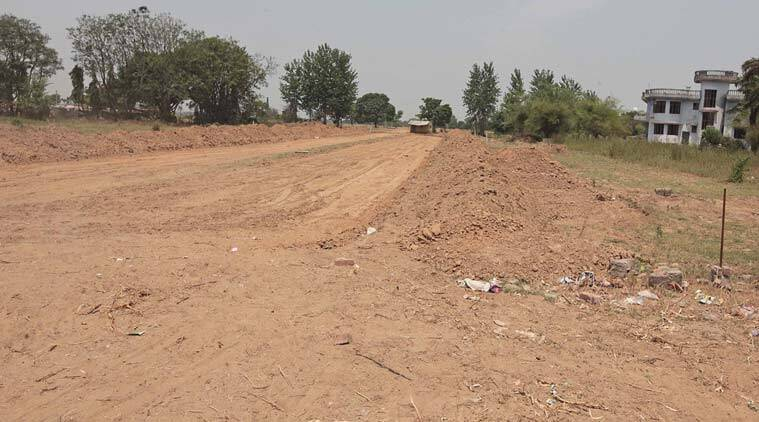 village-road759