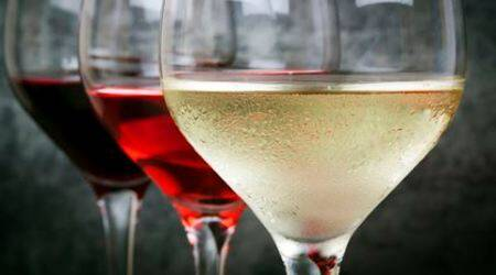 Here's why you should avoid drinking wine in largeglasses