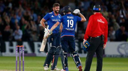 England vs Sri Lanka: Liam Plunkett seals tie with last-ball six in thriller