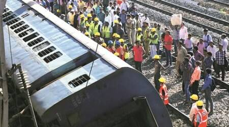 western railways, indian railways, train derails, mumbai train derails, Lower Parel Yard , mumbai news, indian express mumbai