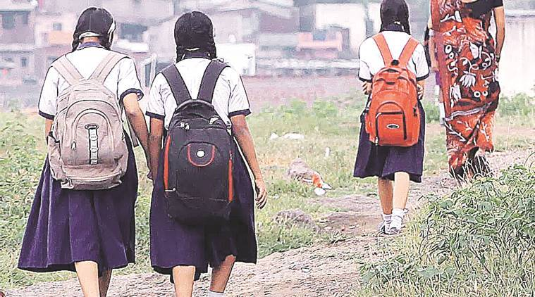 heavy school bag, school books, school bag weight, chandrapur, maharashtra, vidya niketan school, bombay high court, children school bags, school bags heavy, school bag norms, india news, education news