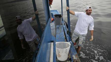 US sailor lends hand to clean Rio's bay before Games