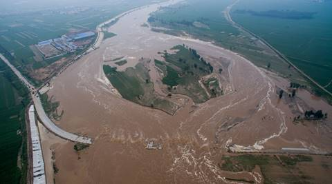 An aerial view shows that roads and fields are flooded in Xingtai, Hebei Province, China, July 21, 2016. REUTERS/Stringer ATTENTION EDITORS - THIS IMAGE WAS PROVIDED BY A THIRD PARTY. EDITORIAL USE ONLY. CHINA OUT.      TPX IMAGES OF THE DAY