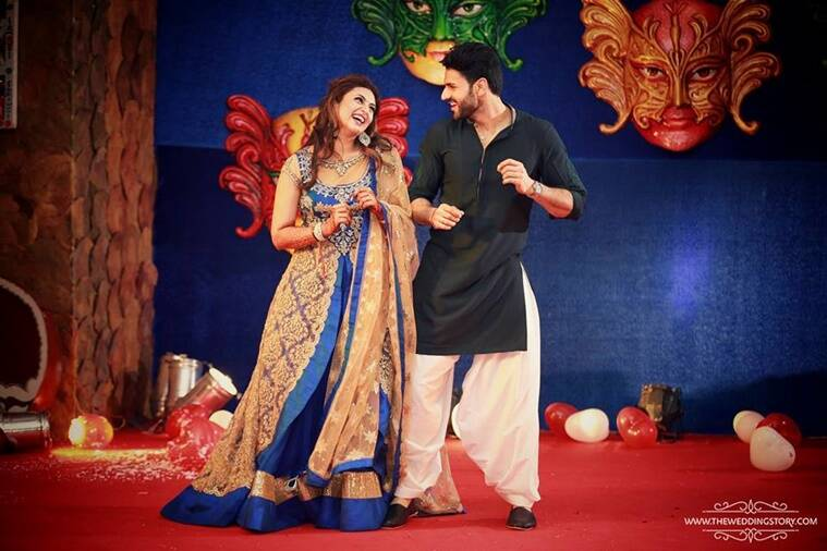 Divyanka Tripathi Mehndi Ceremony : Divyanka tripathi weds vivek dahiya in a traditional ceremony see