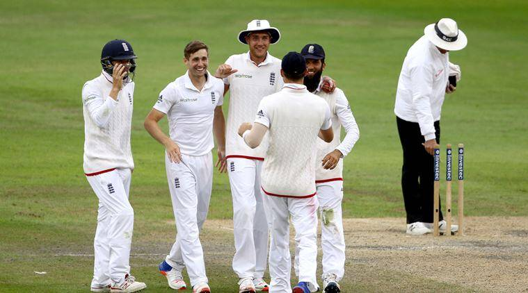 England players celebrate winning the Second Test cricket match against Pakistan, at the Emirates Old Trafford, in Manchester, England, Monday July 25, 2016. ( Richard Sellers/PA via AP)