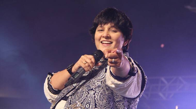 Falguni Pathak, Falguni Pathak songs, Falguni Pathak navratri, Falguni Pathak singer, Falguni Pathak career, Falguni Pathak Dandiya, Entertainment