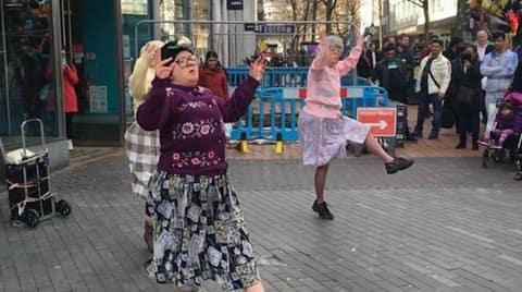 granies dancing 480