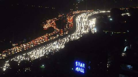 Gurgaon traffic nightmare:Thousands of people stranded on NH-8