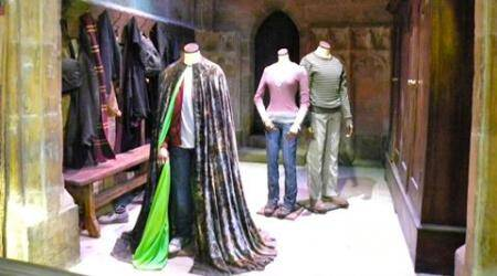 Invisibility cloak, cloaking device, antenna technology, electromagnetism, surface waves, tech news, science news