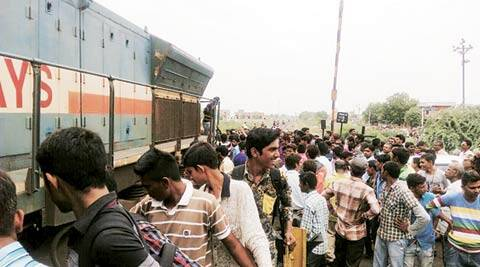 Over 10 lakh people  fail to travel daily due to non-availability of rail tickets