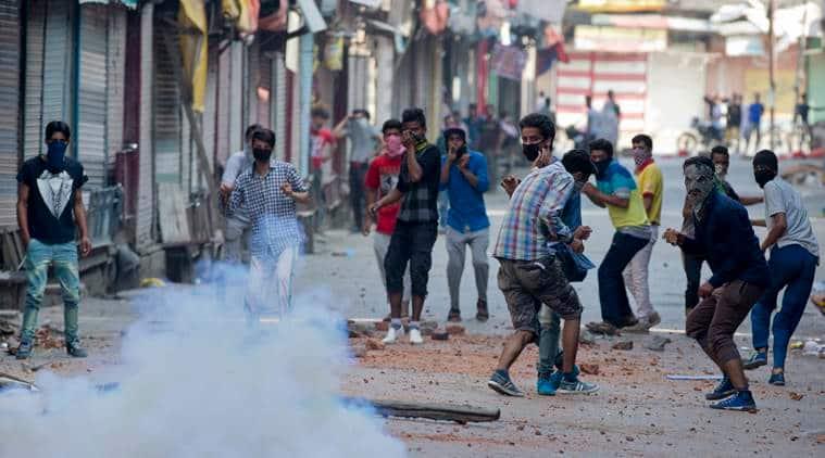 kashmir unrest, kashmir protest, kashmir, kashmir crpf, crpf jawan kashmir, kashmir jawan, kashmir grenade attack