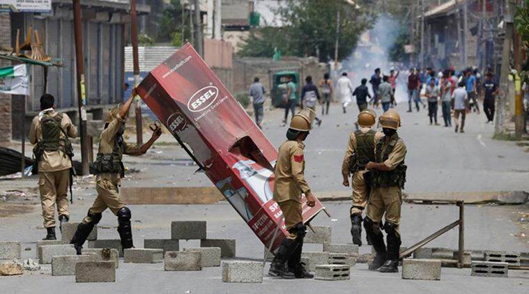 kashmir protest, army in kashmir, jammu and kashmir, kashmir crisis, army veterans in kashmir, army chief visits kashmir, burhan wani death, hizbul militant kashmir, militant killed in kashmir, press gagged in kashmir, gun pellets kashmir, kashmir news, india news