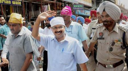 Delhi CM, CM Kejriwal, Kejriwal washing dishes, SAD, Punjab elections, Golden Temple,AAP, AAP youth manifesto, politics news, India news