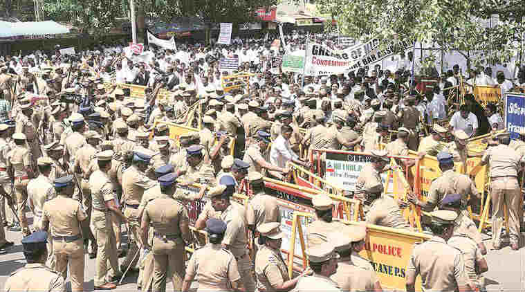madras high court protest, chennai lawyers protest, Madras high court, Bar Council of India, Advocates Act, Chennai Advocates Act stir, Chennai advocates stir, news, Chennai news, India news