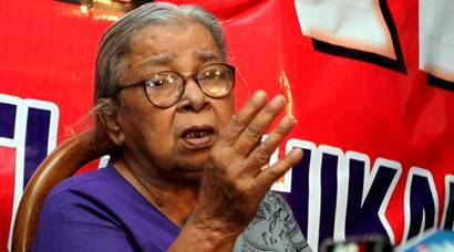 MAHASHWETA DEVI AT A PRESS MEET AT HER HOUSE IN SOUTH KOLKATA ON TUESDAY. *** Local Caption *** MAHASHWETA DEVI AT A PRESS MEET AT HER HOUSE IN SOUTH KOLKATA ON TUESDAY. EXPRESS PHOTO BY SUBHAM DUTTA. 18.10.11