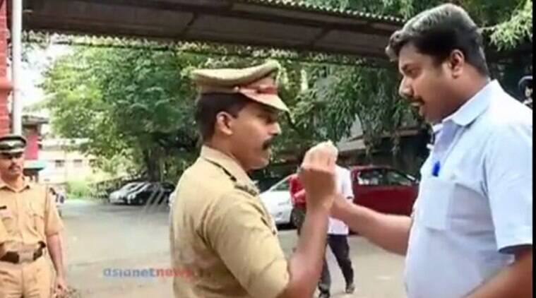 A screenshot from a video showing an argument between a police official and a journalist in the Kozhikode court premises in Kerala (Image courtesy: YouTube/Asianet news)