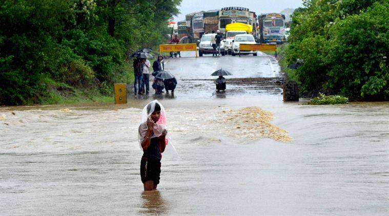 East Godavari, East Godavari floods, Andhra Pradesh floods,Andhra floods, Dowleswaram floods, Godavari floods, news, Indianews, Andhranews, national news, ANdhra Pradesh news, latest news, H Aun Kumar, GOdavari, Dowleswaram