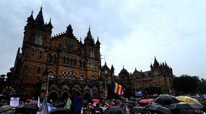People in thousands protest demolition of Ambedkar Bhavan in Mumbai