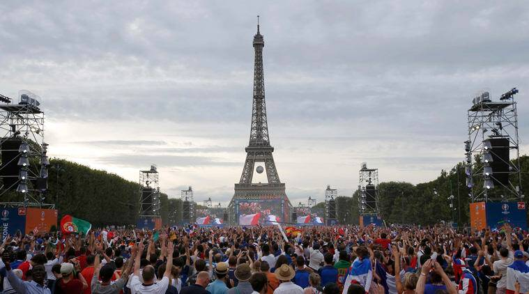 France and Portugal fans gather at the fan zone to watch the Portugal v France EURO 2016 final. (Source: Reuters)