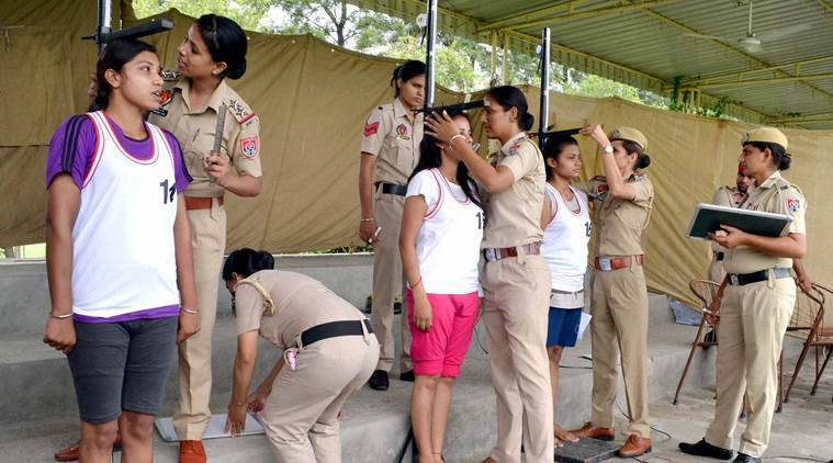 Jalandhar : Youth taking part in the recruitment drive of Punjab Police in Jalandhar on Wednesday. PTI Photo (PTI7_27_2016_000190A)