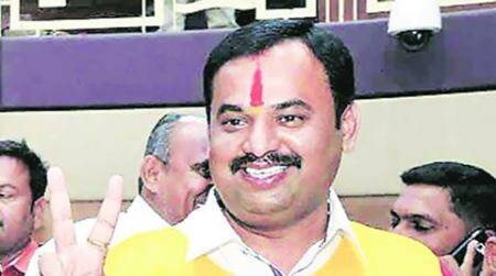 Pune mayor meets students, parents protesting before Deputy Director of Educationoffice