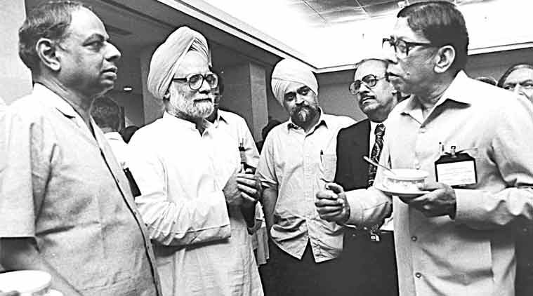 C Rangarajan, manmohan singh, opening of indian economy, 1991 economic reforms, 1991 economic crisis, manmohan singh indian economy, pv narasimha rao, rbi, indian rupee, indian rupee against dollar, indian currency rate, indian currency, rupee rate, rbi, indian rupee value, india economic crisis, global credit rating, rupee value, foreign currency, rupee devaluation, business news, currency market, business market, stock exchange, latest news
